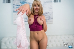 MilfVR-16-Authority-Figure-ft-Amber-Chase-08