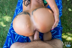 MilfVR-19-No-Job-Too-Big-ft-Jewels-Jade-18